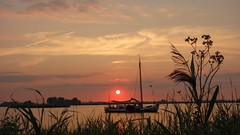 Vaarvakantie Friesland (yachtcharterwetterwille) Tags: friesland zonsondergangen