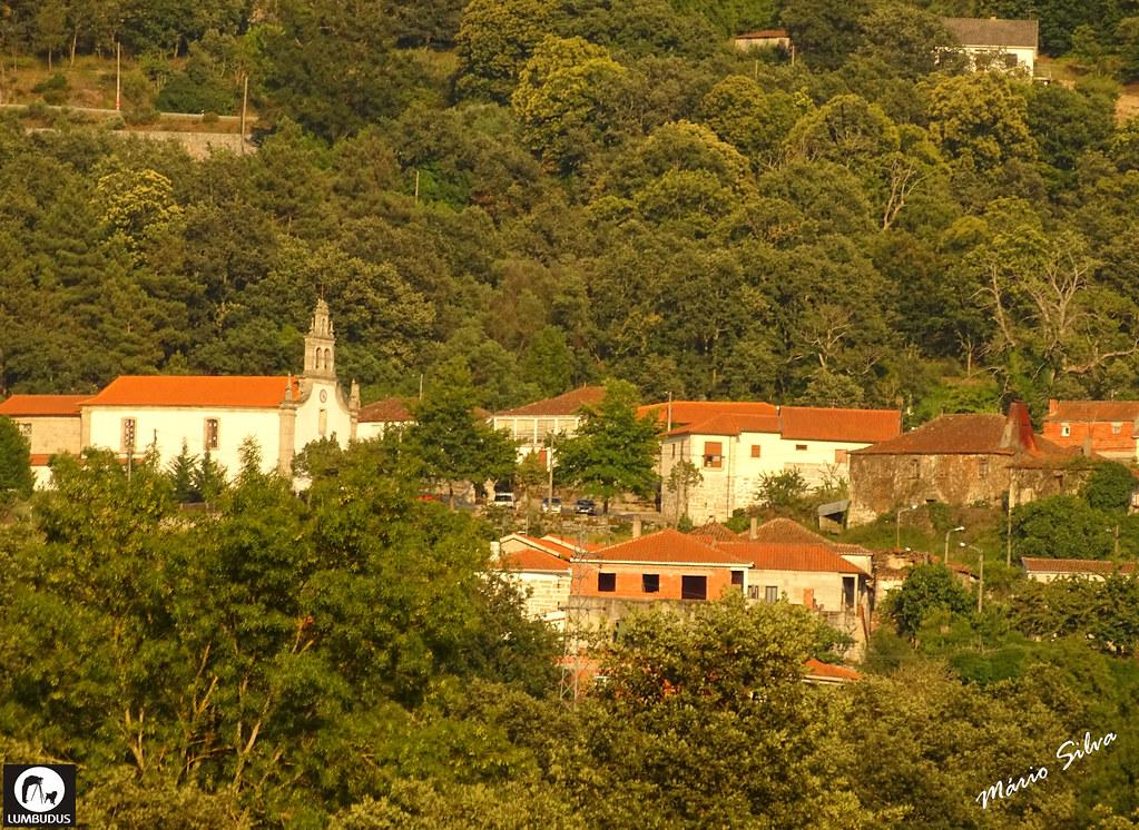 Águas Frias (Chaves) - ... vista parcial da Aldeia, destacando-se a igreja matriz ...