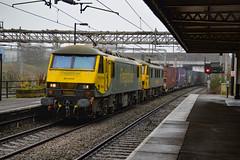 90042 + 90041 - Nuneaton - 12/04/18. (TRphotography04) Tags: freightliner 90042 90041 speed through nuneaton with 4s44 1213 daventry int rft recep fl coatbridge flt