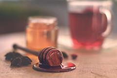 thé avec du miel (Ifigeneia Vasileiadis) Tags: honey tea cup vase spiled staranise sweettones matteeffect food