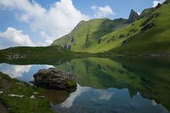reflections @Urdensee . Graubünden (Toni_V) Tags: m2408497 rangefinder digitalrangefinder messsucher leicam leica mp typ240 type240 28mm elmaritm12828asph hiking wanderung randonnée escursione graubünden grisons grischun arosa bergsee mountainlake reflections ssusy urdensee hörnli plattenhorn summer green switzerland schweiz suisse svizzera svizra europe alps alpen landscape