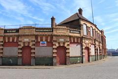 The Dolphin Inn, Fish Wharf, Great Yarmouth, NR30 (Tetramesh) Tags: tetramesh greatyarmouth norfolk england britain greatbritain gb unitedkingdom uk deadpub closedpub pub publichouse