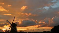 Storm is coming (katrinchen59) Tags: clouds windmill stormyweather weather horizon sky eveningsky weatherphotography sturm wolken horizont hollandmühle windmühle wolkenhimmel molen dutchsky sunset sonnenuntergang abendhimmel zonsondergang