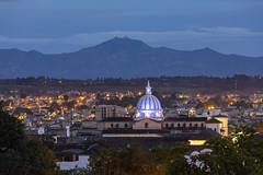 Amanecer en Popayán (José M. Arboleda) Tags: panorámica paisaje matutino luces ciudad cúpula casa techo teja árbol calle cielo nube montaña canon eos 5d markiv ef70200mmf4lisusm josémarboledac