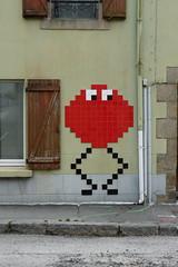 Bestiole pixel (danfrapp44) Tags: pixel rue artistique jeu vidéo street hennebont bretagne france videogame