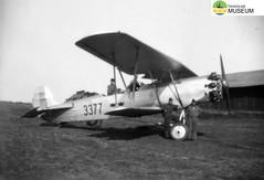 tm_4772 - Malmslätt, Östergötland 1942 (Tidaholms Museum) Tags: svartvit positiv militärflygplan fordon 1942 soldat malmslätt östergötland