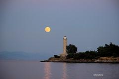 Happy weekend.. (christinehag) Tags: full moon pleine de lune πανσέληνοσ phare lighthouse isletkranai gythio greece