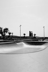 Vallon skate (ZUHMHA) Tags: marseille france urban urbain line lignes courbes curve summer été sun soleil lumière light shadow ombre ombreetlumière skatepark skateparc bowl sport fun skate people gens humain human personnes sportif jeunesse sportextrême sportdeglisse glisse graf tag scènedevie