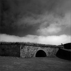 d'Arc (Olli Kekäläinen) Tags: work4478 nikon d800 photoshop ok6 square ollik 2018 20180730 suomenlinne helsinki finland fortress wall arc woman climbing clouds