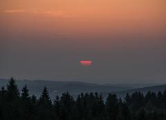 a half sun (Deutscher Wetterdienst (DWD)) Tags: himmel sky sonne sun sonnenaufgang sunset halbsonne halfsun morgen morning