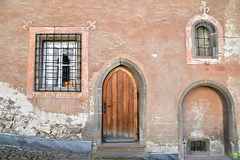 Doors & windows (petrOlly) Tags: europe europa slovensko slowakei sk2018 slovakia słowacja kremnica window windows door doors architecture architektura building buildings city town