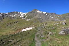 arrivée au lac des Autannes 2686 mètres (bulbocode909) Tags: valais suisse moiry grimentz valdanniviers lacdesautannes montagnes nature neige sentiers paysages vert bleu rochers coldetorrent