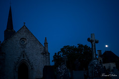 Eglise Notre-Dame de l'Île d'Arz à la pleine lune (Tormod Dalen) Tags: smcpentax2835 bretagne eglise church croix cross cimitière morbhian