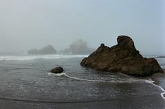 20180724-00032.jpg (tristanloper) Tags: tristanloper creativecommons film nikonf6 california bigsur pacificcoast highway1 pacificocean pfeifferbeach fog mist