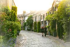 Love in Edinburgh (ola_er) Tags: edinburgh couple lane street love scotland