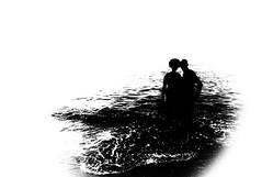 En este mundo las apariencias engañan, y las palabras también...Pero la esencia de una persona no miente ¡ se siente en el alma ! (Elena m.d.) Tags: torn altocontraste bw bn elena olympus 2018 new