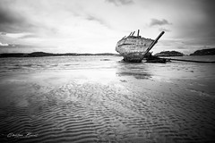 Ireland 2018 - Schipwreck [EXPLORED] (cesbai1) Tags: gweedore wreckage schip schipweck beach sand black white noir et blanc nb bw co donegal ireland irlande irlanda great britain grande bretagne gb sea inexplore explore explored