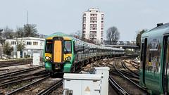 377471 (JOHN BRACE) Tags: 2003 built bombardier derby class 377 electrostar 377471 southern livery east croydon station