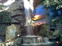 Indoor Waterfalll (Adventurer Dustin Holmes) Tags: 2005 springfield missouri ozarks springfieldmo greenecounty indoor building waterfall wondersofwildlife route66 us66 missouri66 museum water rocks flowing
