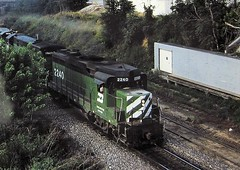 Burklington Northern GP30 locomotive leading a freight at Omaha in 1983 (Tangled Bank) Tags: old classic heritage vintage history historical fallen flag train railroad railway equipment rolling stock burklington northern gp30 locomotive leading freight omaha 1983