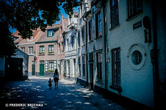 Walking Alone (fred SHOOT ME AGAIN) Tags: bruges brugge belgium alone walking eté été
