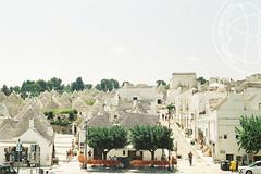 Colonne e trulli (lightsaber*) Tags: alberobello puglia italy canonftb architecture white trees city analog canon
