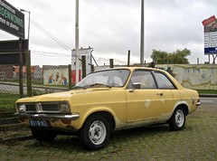 81-PR-82 VAUXHALL Viva HC 1.2 Super 2-Door Saloon 1977 (ClassicsOnTheStreet) Tags: 81pr82 vauxhall viva hc 12 super 2door saloon 1977 vauxhallviva vivasuper vivahc gm jan pkw voiture car 70s 1970s classic classiccar oldie classico oldtimer klassieker veteran gespot spotted carspot amsterdamnoord amsterdam noord kadoelen adriaanloosjesstraat 2015 straatfoto streetphoto streetview strassenszene straatbeeld classicsonthestreet cwodlp onk pr yellow geel gelb jaune