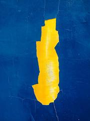 YelloSplit.jpg (Klaus Ressmann) Tags: klaus ressmann omd em1 abstract fparis france spring blue decay design flcstrart minimal streetart yellow klausressmann omdem1