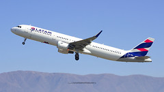 CC-BEL   LATAM Airlines (MartinezRoe7) Tags: montaña mountains latam airbus a321 a321211 a321211sl scl