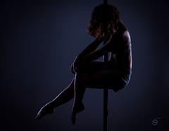 Pole Dance (Sergio Nevado) Tags: pole dance baile chica girl mujer woman retrato portrait gimnasio gym contraluz backlight