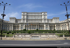 Palatul Parlamentului, Bucharest, Romania (JH_1982) Tags: palatul parlamentului casa poporului palace parliament parlamentspalast palacio parlamento rumano palais parlement 羅馬尼亞議會宮 国民の館 인민궁전 дворец парламента nicolae ceaușescu megalomania historic building landmark architecture kitsch largest totalitarian neoclassical bulevardul unirii union boulevard bucharest bucurești bukarest bucarest 布加勒斯特 ブカレスト 부쿠레슈티 бухарест romania românia rumänien rumania roumanie 羅馬尼亞 ルーマニア 루마니아 румыния