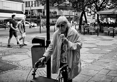 (graveur8x) Tags: woman old ice candid street portrait offenbach germany deutschland hessen blackandwhite monochrome look glasses cool hot summer sommer contrast lady eyecontact people outdoor outside streetphotography strase urban canon canoneos5dmarkiv 5d