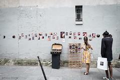 "Picasso ""off"" (Photographette76) Tags: paris vendeur stall exhibition exposition bandeaux headbands homme femme woman man rue street streetphotography photographiederue photoderue mur wall photos pictures mirrors miroirs picasso"
