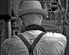Le vieux photographe - The old photographer (p.franche Occupé - Buzzy) Tags: skancheli monochrome noiretblanc blackandwhite zwartwit blanconegro schwarzweis μαύροκαιάσπρο inbiancoenero 白黒 黑白 чернобелоеизображение svartochvitt أبيضوأسود mustavalkoinen שוואַרץאוןווייַס bestofbw sony sonyalpha65 dxo photolab bruxelles brussel brussels belgium belgique belgïe europe pfranche pascalfranche schaerbeek schaarbeek yourbestoftoday parcjosaphat josaphatpark photographe homme portrait concentration dos cheveux chapeau appareil photographie instantané parc streetshot photographer man back hair hat camera photography snapshot park