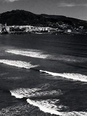 Por la costa..Laida !!                                                  For the coast..Laida (Olynbe) Tags: laida ibarrangelu urdaibai reservadelabiosfera mundaka bizkaia basquecountry playa hondartza olas surf olaizdademundaka euskadi olinbe monocromo bn