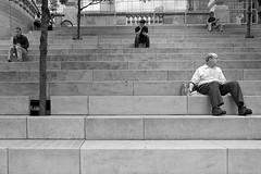 (Tomošius) Tags: chicago illinois usa ©tomaspetkus2018 tomaspetkus 42dward downtown fujifilmxpro2 fujinonxf14mmf28 street streetphotography documentary city urban bw candid weird straight park human noiretblanc blackandwhite chicagoriver riverwalk