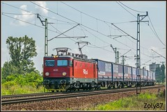 600-004-0 (Zoly060-DA) Tags: hungary cegled country city private operator fox rail freight train red white yellow blue brown sky clouds rails railway lines trees containers romania electroputere craiova class 40 electric locomotive 060 ea sweden asea co 5100 kw license 600 004 original number 4004446