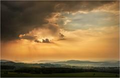 Die versteckte Sonne (linke64) Tags: thüringen deutschland natur landschaft germany wolken himmel sonne berge wald sommer unterwellenborn feld wiese sonnenuntergang stahlwerk
