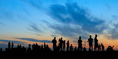 Achterom (zsnajorrah) Tags: people candid silhouette silhouettephotography evening sky night nightphotography sunset aftersunset clouds canon 7dmarkii ef2470mmf4l netherlands haarlem schoteroog mooienel