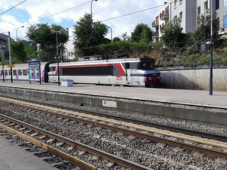 La BB 15044 et son Intercités traversant la gare de Maisons Laffitte le 28 juillet 2018