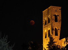 Red moon in the middle ages (matteoleoni1) Tags: pisa tuscany cathedral abbey architecture red moon sky night tourism travelling trip summer