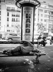 Hard #2, hot & nap (Jack_from_Paris) Tags: p8020987bw olympus omd em5 pancake14mmf25asph wide angle lightroom capture nx2 monochrom noiretblanc bw street city lr paris rue banc bench nap sieste fatigue chaleur canicule