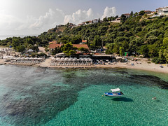 Luftbildaufnahme vom Strand in Afitos, Chalkidiki (marcoverch) Tags: afytos chalkidiki travel reiseblogger dji greek urlaub luftbildaufnahme luftaufnahme digitalnomad reisen aerial aerialphotography mavicair griechenland gr strand afitos macedoniagreece makedonia macedoniatimeless macedonian macédoine mazedonien μακεδονια македонијамакедонскимакедонци seashore beach water wasser sea meer reise vacation ferien resort erholungsort ocean ozean noperson keineperson island insel bay bucht summer sommer tropical tropisch sand recreation erholung turquoise türkis hotel seascape seelandschaft tourism tourismus idyllic idyllisch air pond mono boeing colours brown lego hill national august