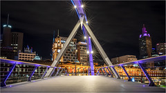 Night Lights . Melbourne (:: Blende 22 ::) Tags: australia victoria melbourne night nightshot lightshadow lights color colorful colors downtown canoneos5dmarkiv ef2470f28liiusm flindersstreetstation yarrariver bridge longexposure pink blue