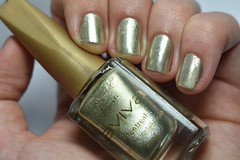 Desafio das 31 unhas #8 - Metálicas. (Raíssa S. (:) Tags: esmalte nikon unhas nails nailpolish naillacquer nailpainting golden dourado jequiti metálico metallic desafiodas31unhas