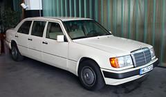 W124 Lang (Schwanzus_Longus) Tags: bremen schuppen 1 eins german germany old classic vintage sedan saloon limo stretch long wheelbase mercedes benz w124 lang