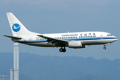 Xiamen Airlines | Boeing 737-700 | B-5028 | Osaka Kansai (Dennis HKG) Tags: xiamen xiamenairlines cxa mf aircraft airplane airport plane planespotting skyteam canon 30d 70200 osaka kansai rjbb kix boeing 737 737700 boeing737 boeing737700 b5028