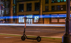 scooter wars (pbo31) Tags: bayarea california nikon d810 color april spring 2018 boury pbo31 sanfrancisco city urban night dark black lightstream traffic roadway financialdistrict embarcadero scooter wars sidewalk spin