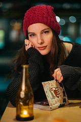Café nocturno. (Adolfo Rozenfeld) Tags: nocturne bokeh florchmelikmartinec sonnar chica nocturno flash café dof vintagelens girl carlzeisssonnar85mmf2rf beautiful buenosaires street manuallens retrato portrait noche night ciudad calle bar godox lighting wistro