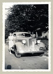 "1936 Studebaker Dictator Six (Vintage Cars & People) Tags: vintage us usa america vintageusa classic black white ""blackwhite"" sw photo foto photography automobile car cars motor vehicle antique auto girl girls woman women lady ladies dog doggie 1936 studebaker studebakerdictator sedan 1930s thirties dress floraldress summerdress heels pumps puffedsleeves fashion"